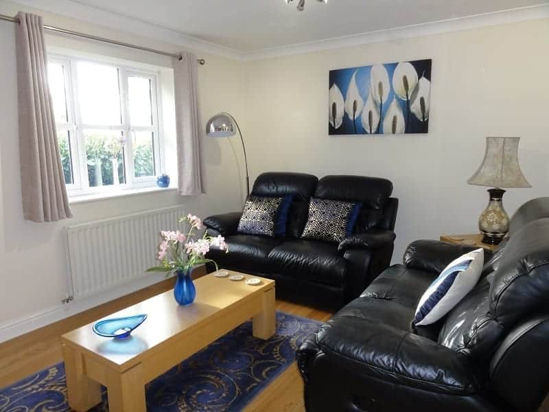 Chester Holiday Cottages sunny cottage lounge