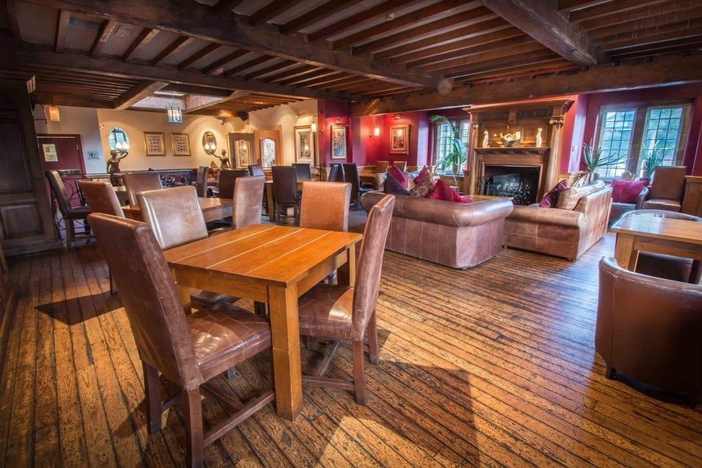 Nelsons Bar Grosvenor Hotel Pulford Pub Food Chester Bars Chester Chester.com .jpg