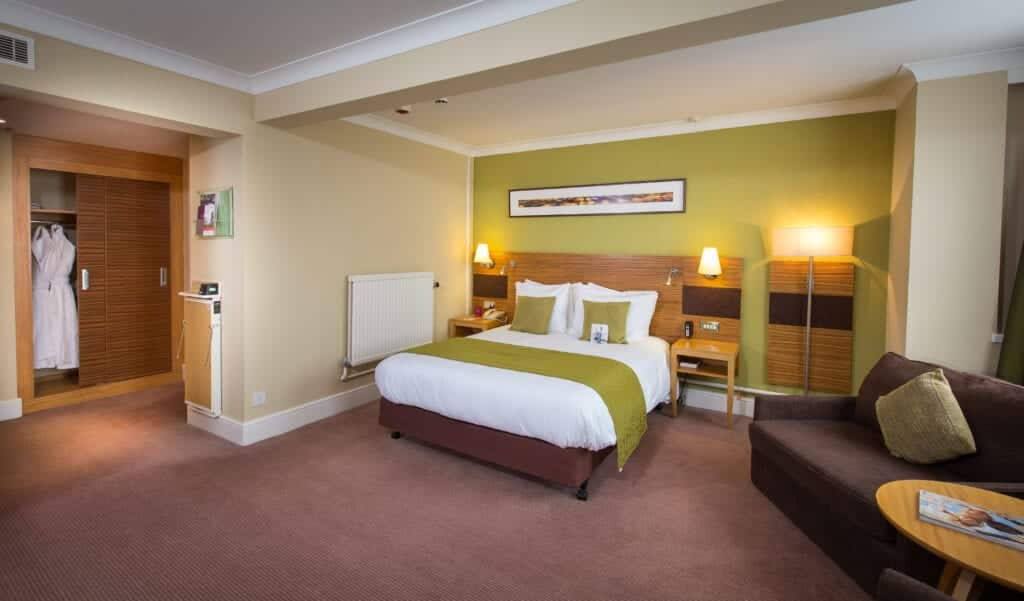 crowne plaza hotels chester city centre hotels bedroom