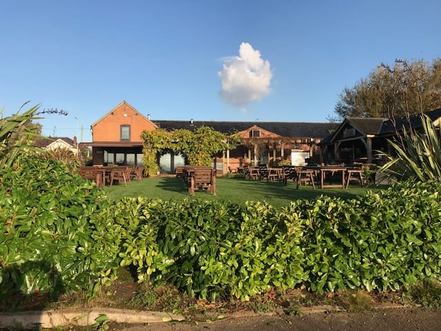 The Chester Fields Country Pub And Restaurant Garden
