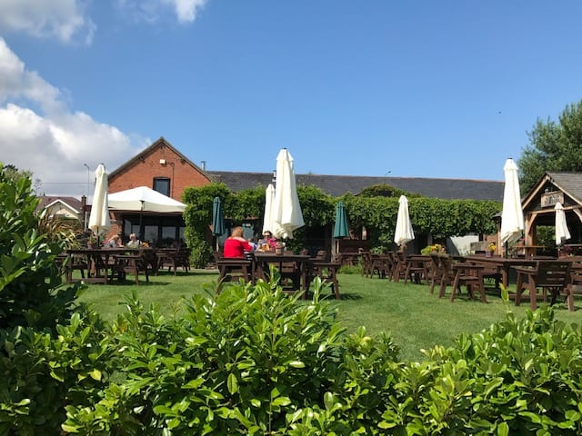 The Chester Fields Country Pub And Restaurant Outside Space