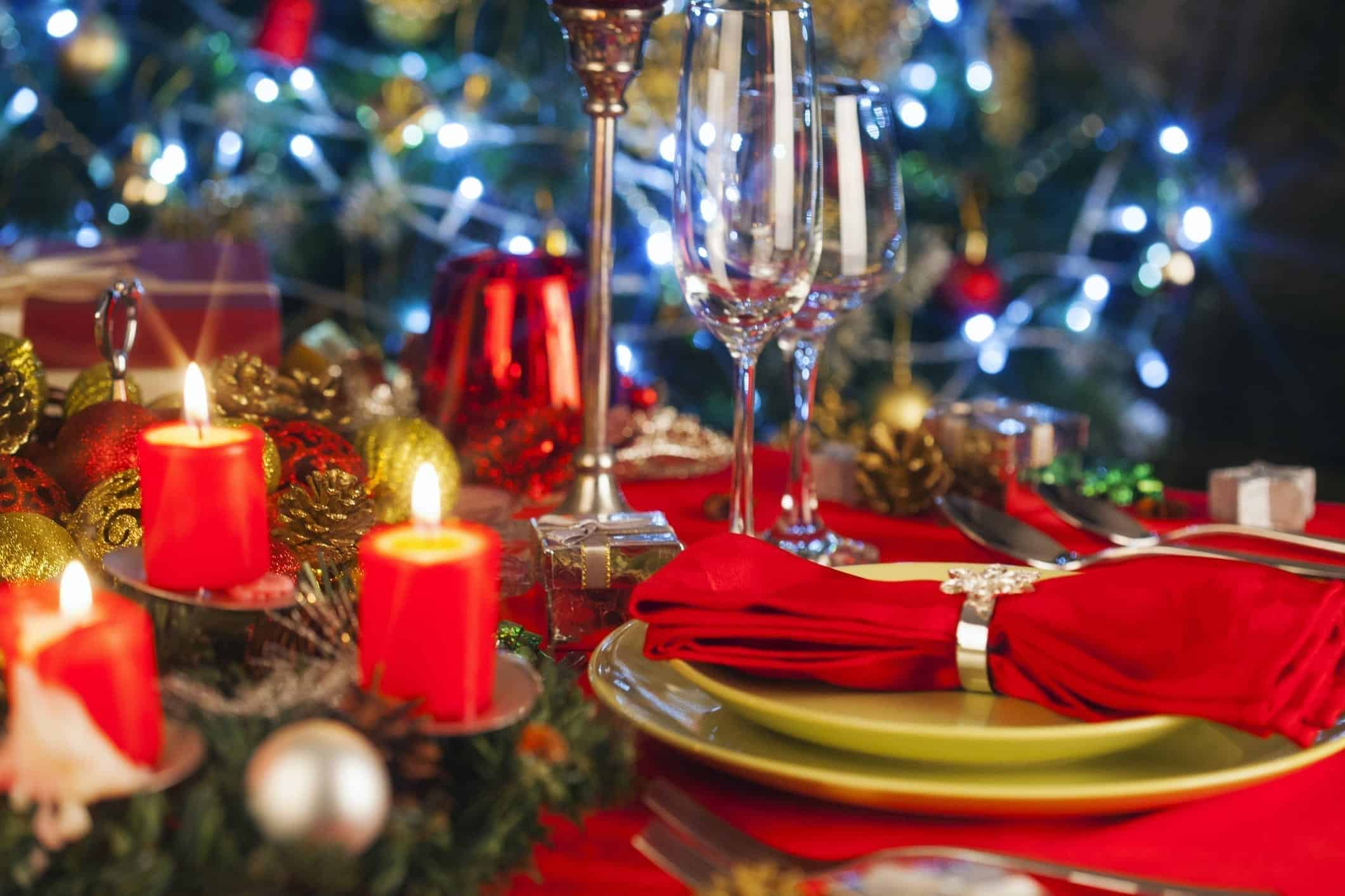 Elegant Christmas Table Setting