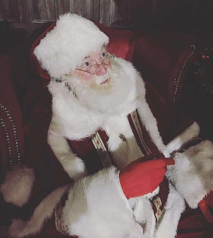 Reindeer Lodge Santa