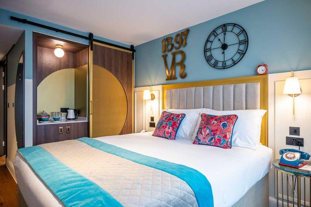 hotel indigo chester standard bedroom