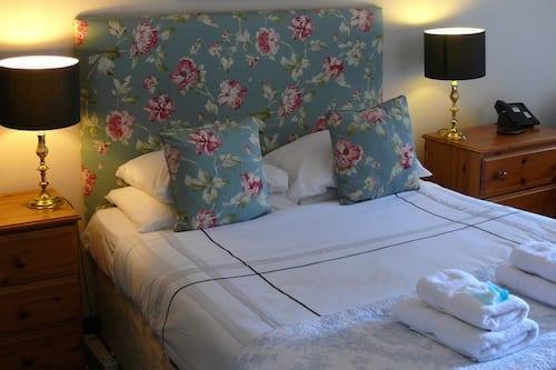 chester court hotel chester bedroom