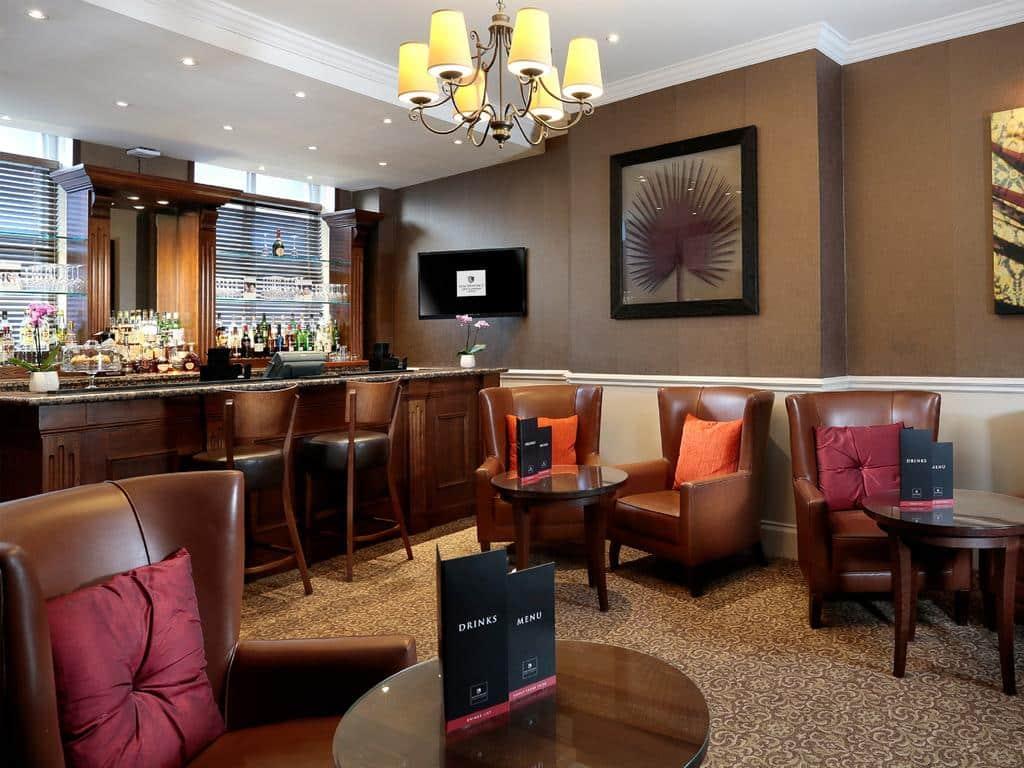 macdonald new blossoms hotel bar