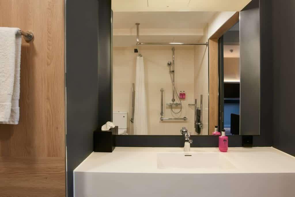 moxy chester bathroom