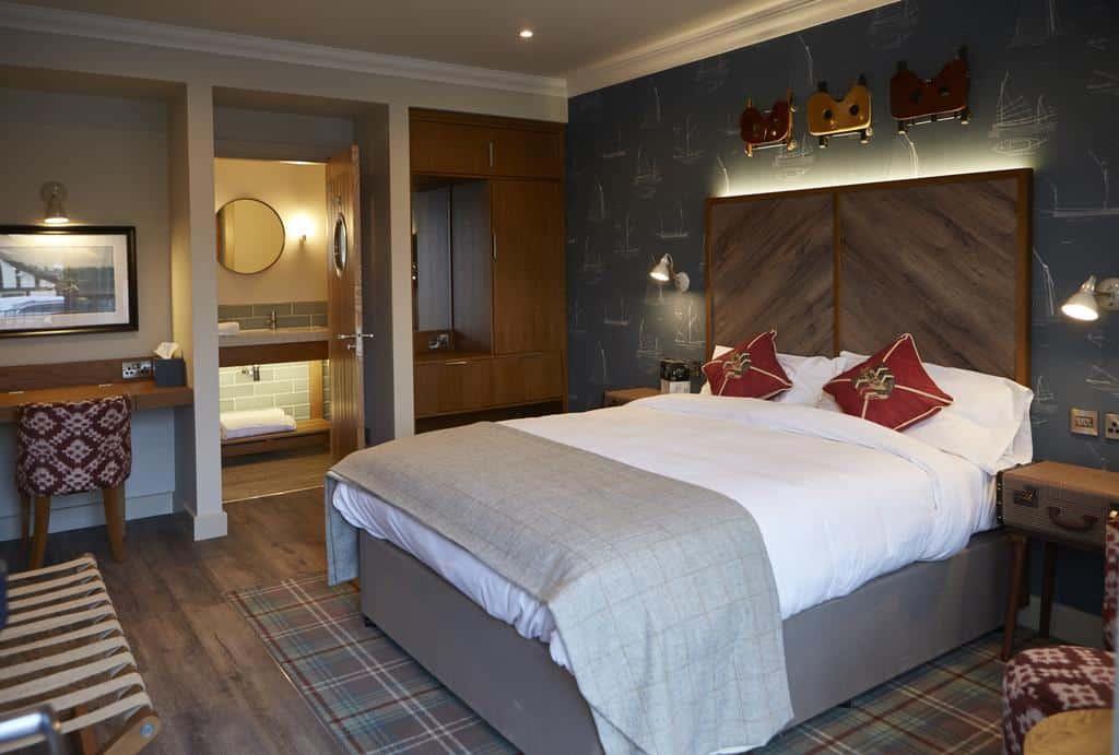 the boathouse inn riverside rooms bedroom