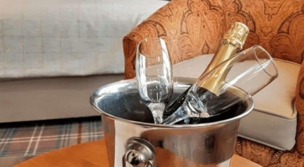 the boathouse inn riverside rooms champagne.jpg